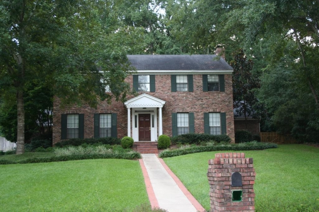 Betton Hills Neighborhood Stately Brick Home